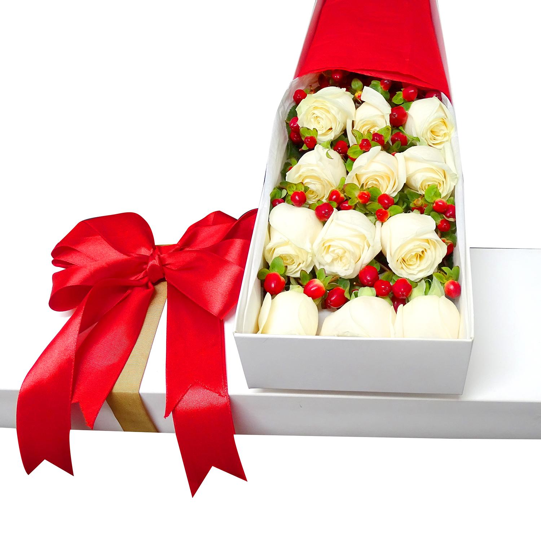 Caja con 12 bellas Rosas de color Blanco