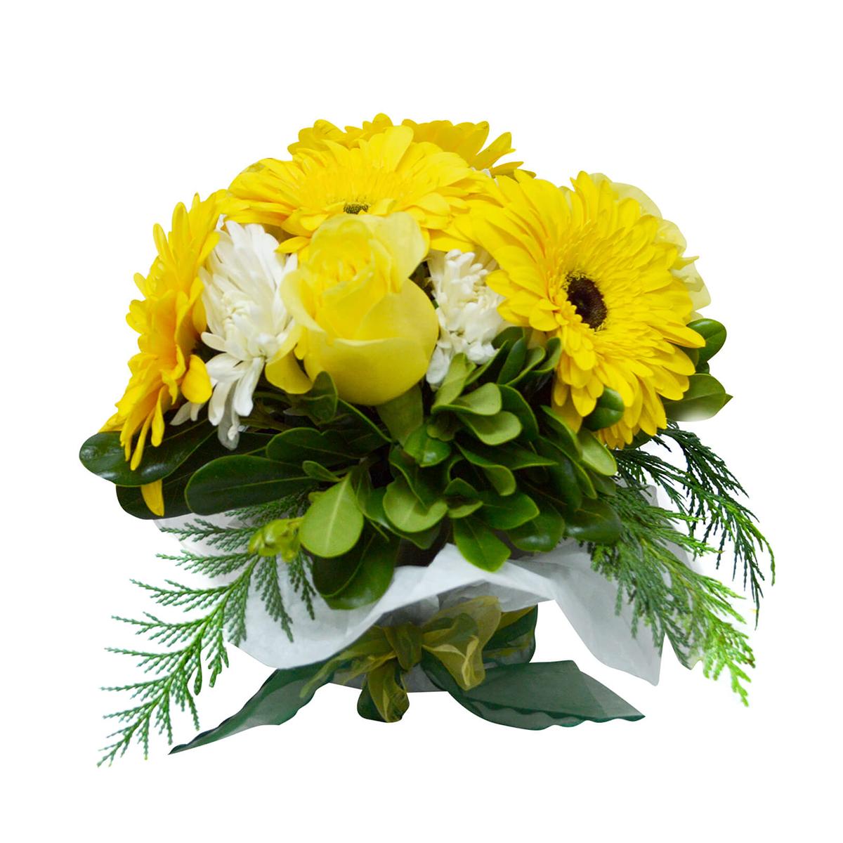 Canasto con Gerberas Amarillas, Rosas Amarillas y Mable Blanco