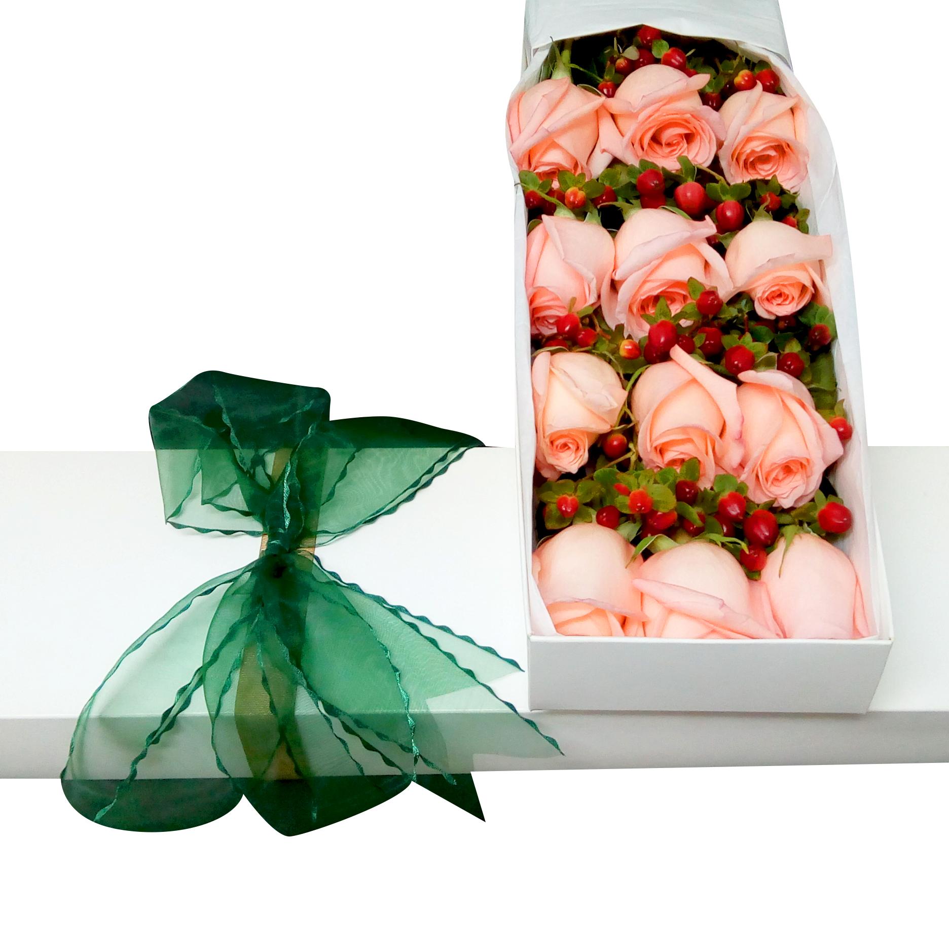 Caja con 12 bellisimas Rosas de color Rosado