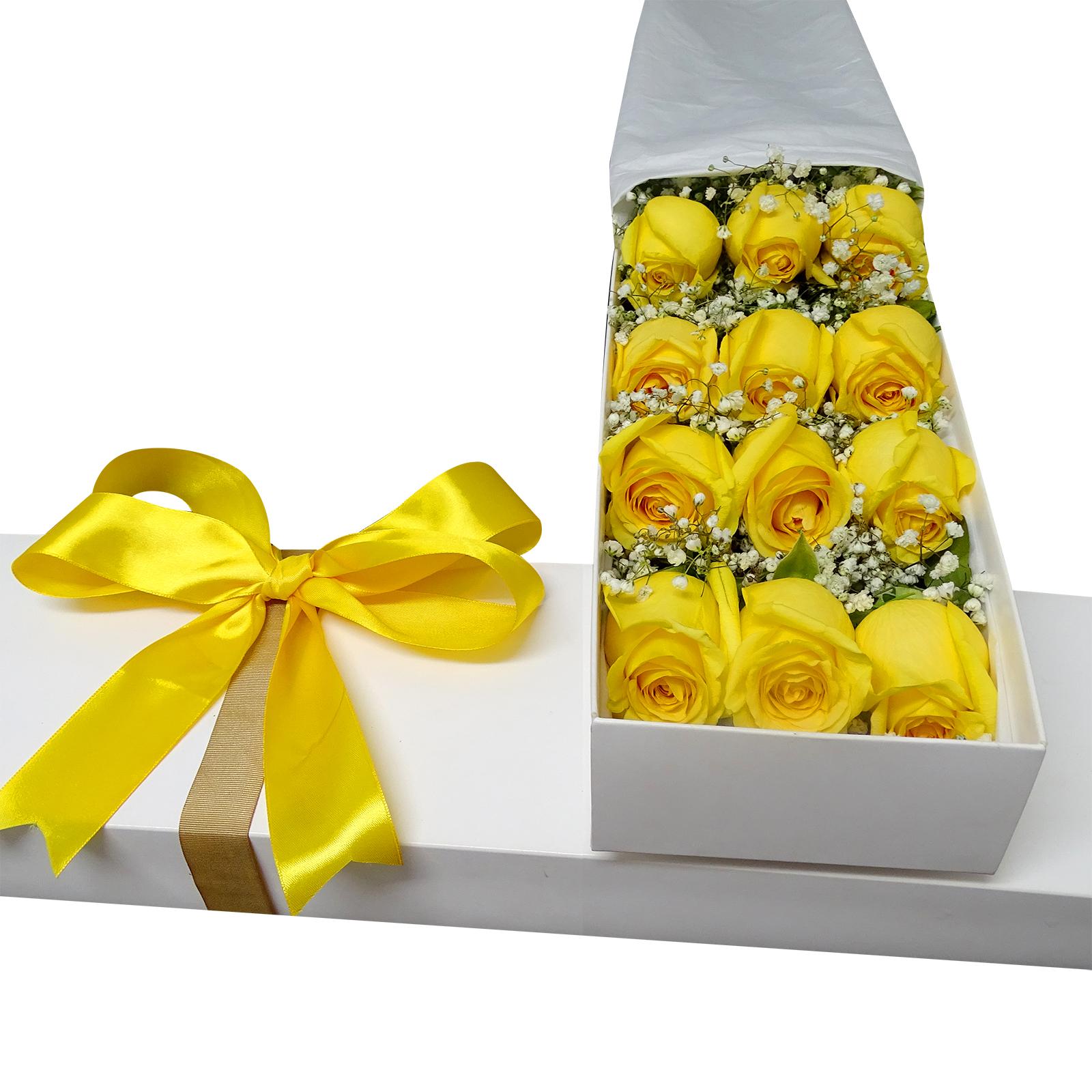 Caja con 12 bellas Rosas de color Amarillo