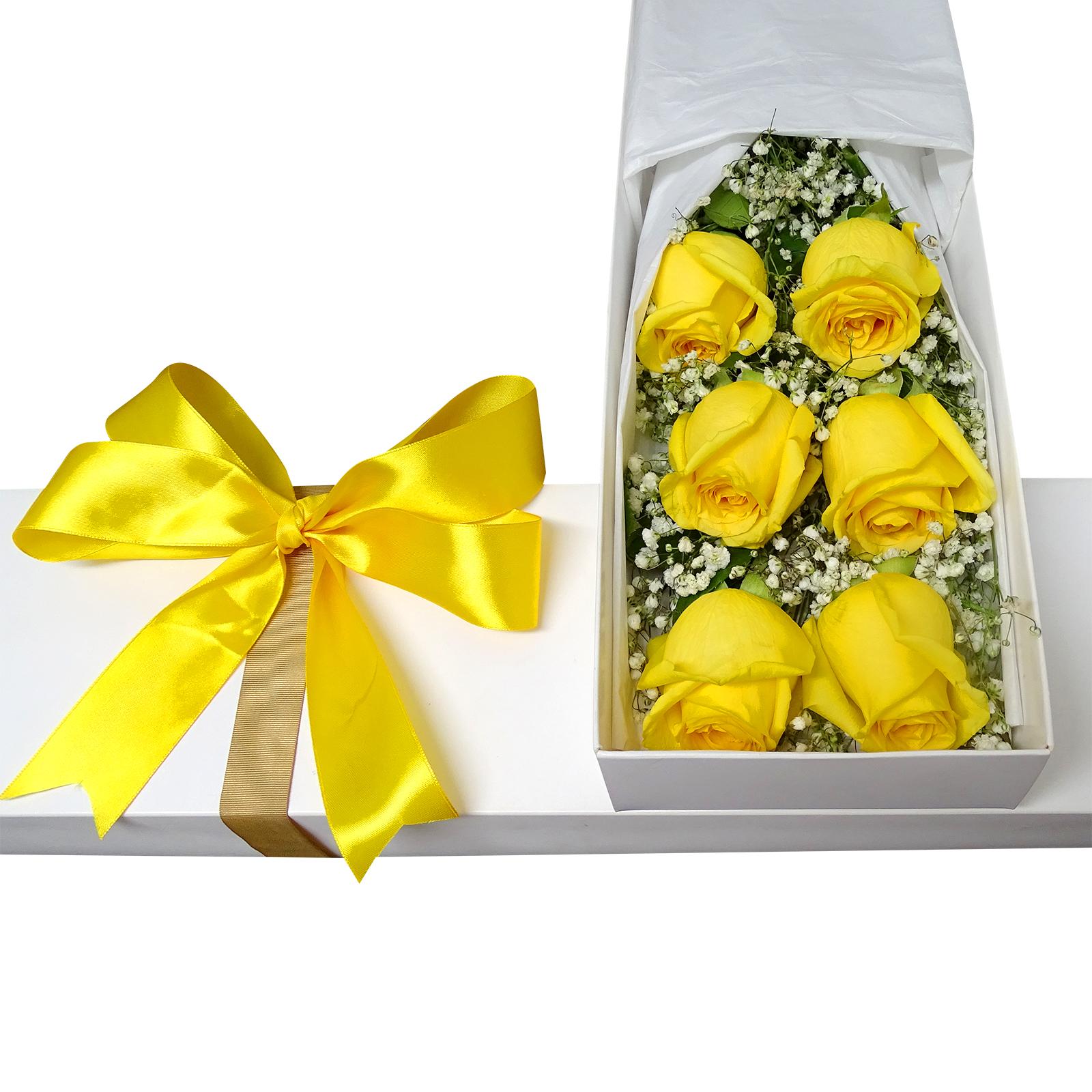 Caja con 6 Rosas de color Amarillo mas Gypsophilia