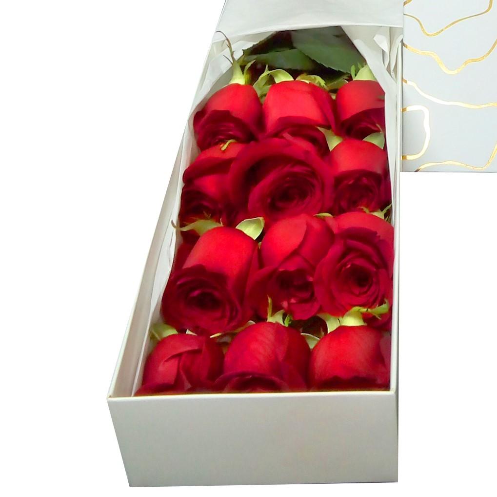 Caja con 12 bellas Rosas de color Rojo