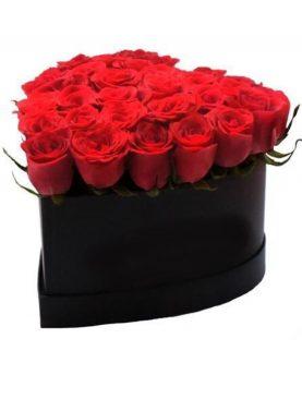 Elegante caja negra en forma de corazón de 24 Rosas rojo